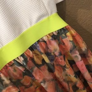 Dresses - [LIKE NEW] Spring Floral Dress w Side/Back Cutouts